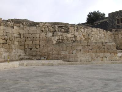 Südflanke der Stadtmauer