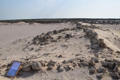 Umm el-Houl (Katar). Anstehende Ruinen von großen Hofhäusern