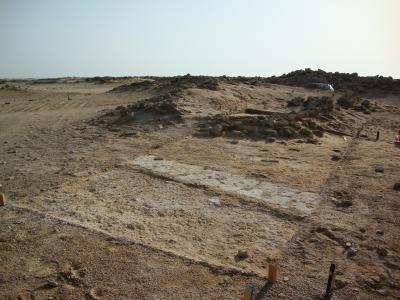 Umm el-Houl (Katar). Sondage 3 mit freigelegten Bauresten beider Bebauungsphase