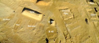 Luftbild des zentralen Bereiches von Umm el-Qaab