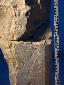 Ritualszene am Osiris-Schrein, Upuaut empfängt ein Milchopfer, 13. Dynastie, Umm el-Qaab