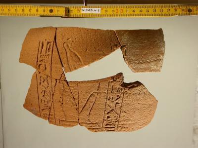 Scherben eines Herzgefäßes des Wenennefer und des Sauipaanch, 19. Dynastie, Umm el-Qaab