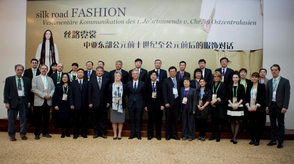 Unterzeichnung der Kooperationsvereinbarung von Deutschem Archäologischem Institut, Chinesischer Akademie für Kulturerbe und dem Denkmalamt der Autonomen Region der Uyguren Xinjiang in Urumqi am 11.04.2013