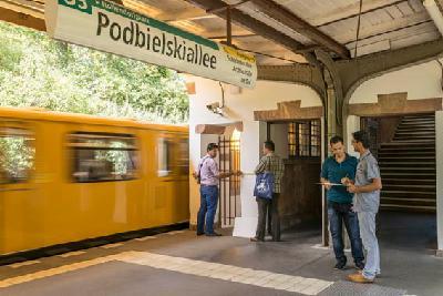 Berlin, Dokumentation der U-Bahn Station Podbielskiallee