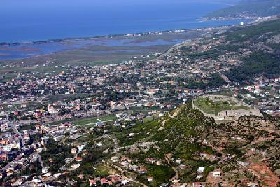 Zitadelle und Unterstadt von Lissos von Akrolissos aus gesehen