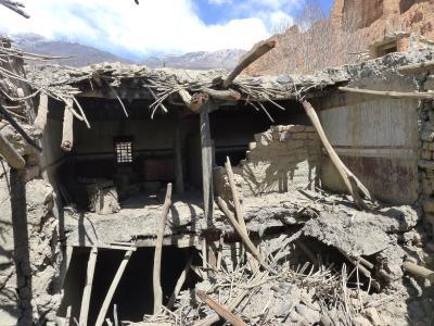 Dhagmar Palastanlage. Die Paläste zeigen vor allem in Folge des schweren Erdbebens 2015 starke Schäden