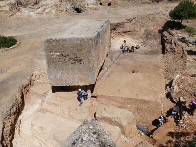 Neu entdeckter Steinblock im Steinbruch von Baalbek