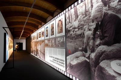 Blick in die Ausstellung Blick-Mira