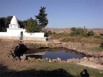 Das antike Quellbecken von Ayn Bini wird bis heute genutzt