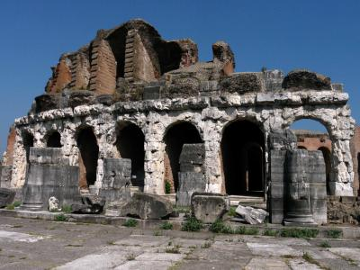 Amphitheater_Capua.jpg